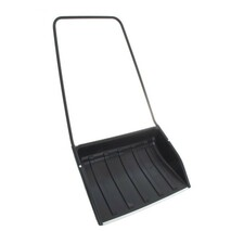 Скрепер для снега пластиковый 820х450 с металлической планкой и роликами.